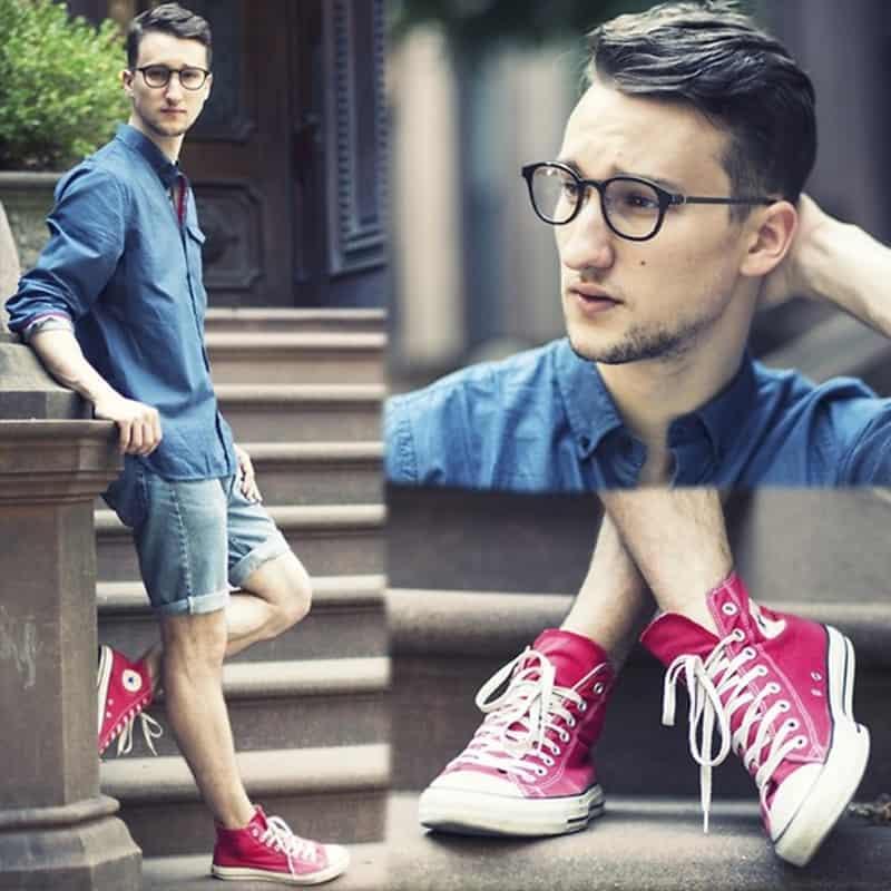 Sơ mi + quần sooc jean + giày Converse cao cổ nam là cách phối đồ kinh điển