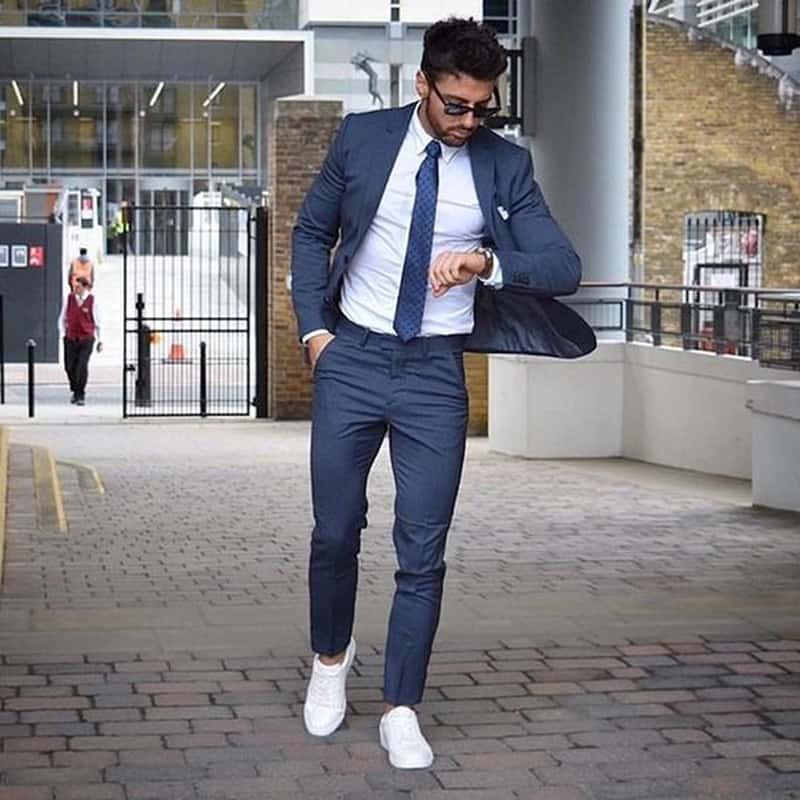 Phối đồ với giày adidas nam cùng bộ đồ vest lịch lãm và sành điệu hơn