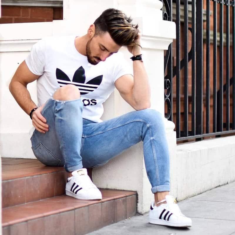 Phối đồ với giày Adidas nam cùng áo phông, quần jean phù hợp style đơn giản