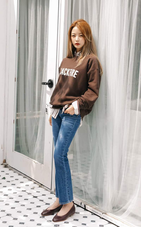 Cách phối quần jean với giày bệt mũi nhọn thanh lịch