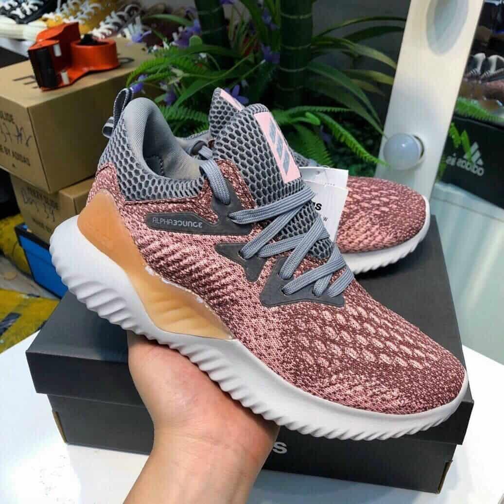 Thiết kế giày Adidas năng động và trẻ trung