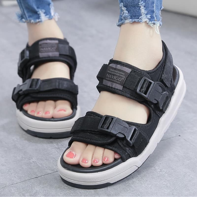Mẫu giày quai hậu nữ đi học