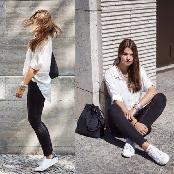 Sự kết hợp đầy sự độc đáo giữa giày thể thao trắng với quần jean