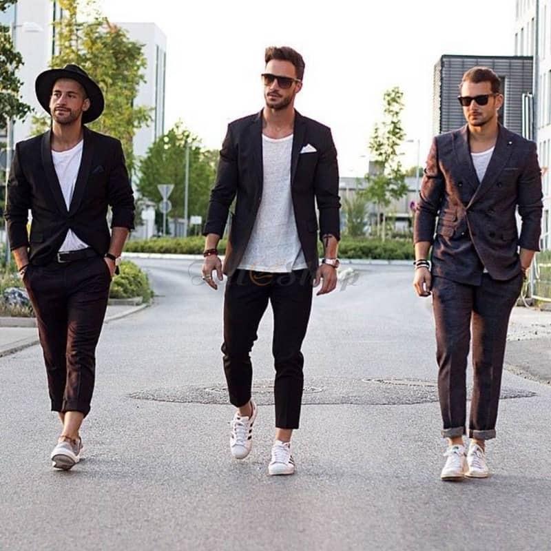 Những chiếc áo khoác blazer có thể phối đồ với giày trắng theo nhiều cách khác nhau