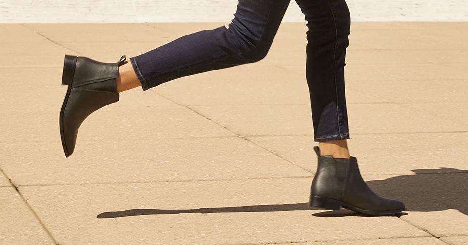 Chelsea Boots đơn giản với phần đế khá bằng