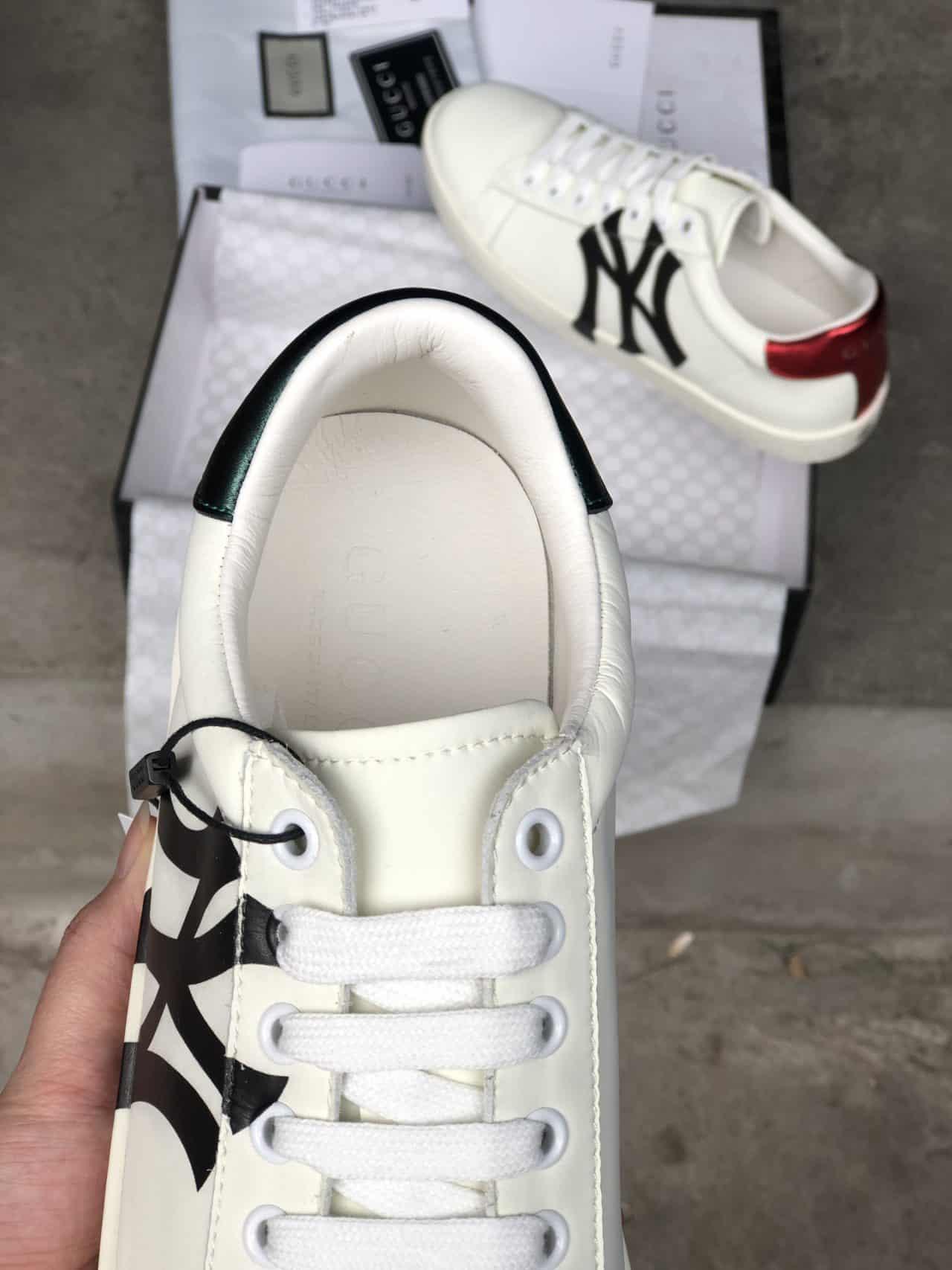 Dây giày có chiều dài phù hợp với các cặp lỗ xỏ