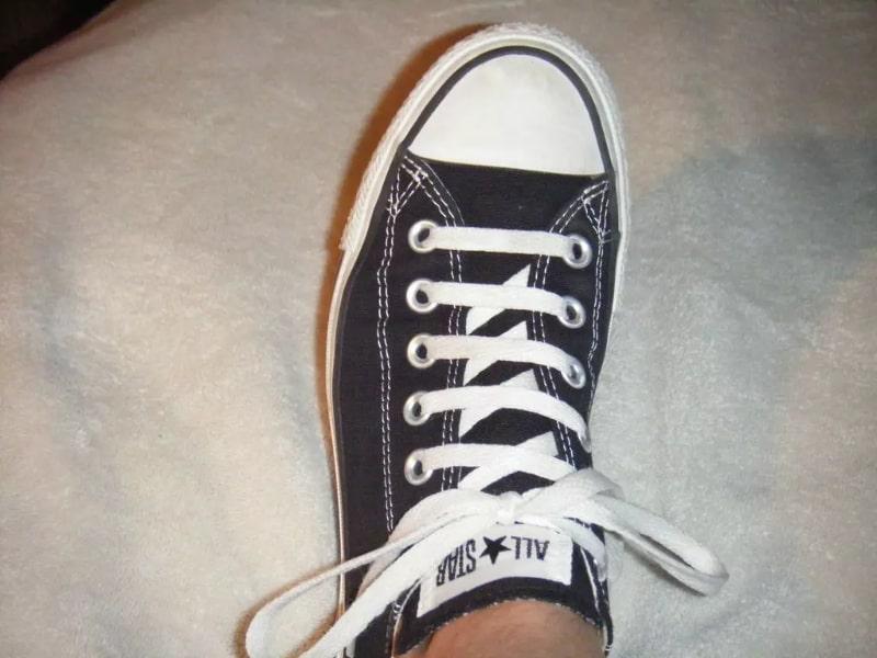 Hướng dẫn cách xỏ dây giày 5 lỗ đẹp truyền thống