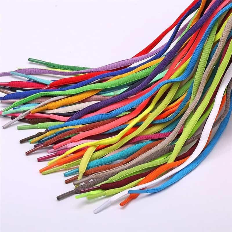 Chuẩn bị nguyên liệu cho các bước làm vòng tay bằng dây giày