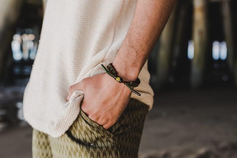 Cách làm vòng tay Rastaclat độc đáo từ dây giày