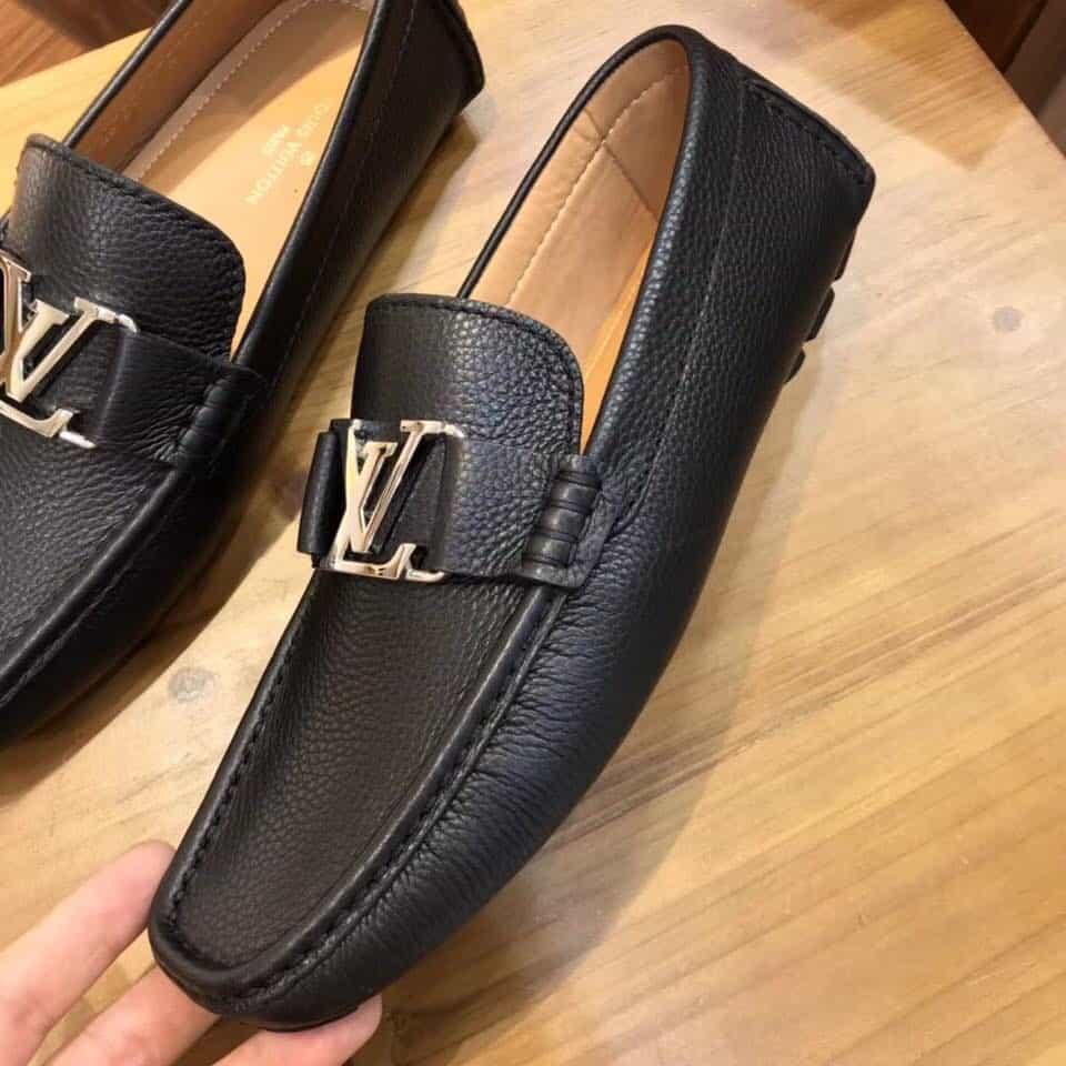 Tổng thể các chi tiết giày lười nam hàng hiệu LV được thiết kế tỉ mỉ