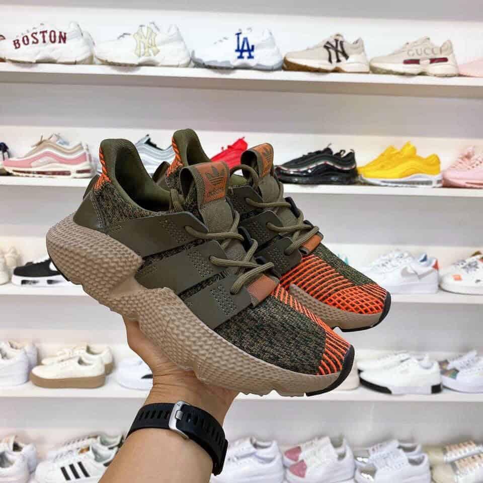 Nhận biết giày sneaker chính hãng qua thiết kế