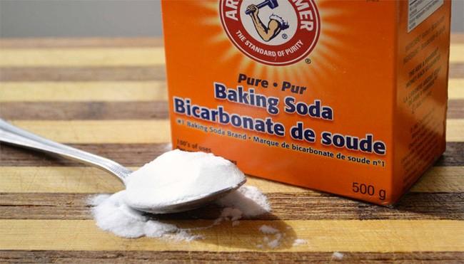 Sử dụng baking soda và giấm trắng