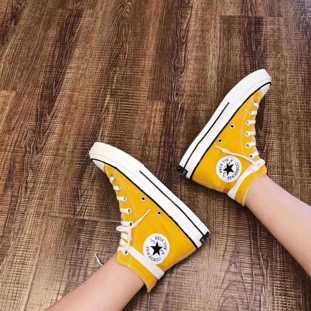 Tham khảo cách buộc dây giày Converse cổ cao quấn quanh