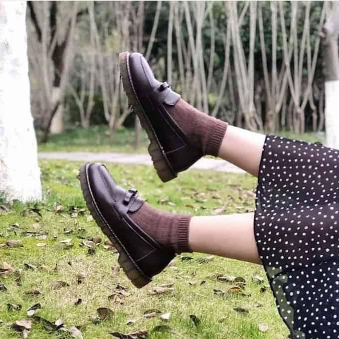 Kết hợp giày Oxford với váy khiến cô nàng trở nên đẹp hơn