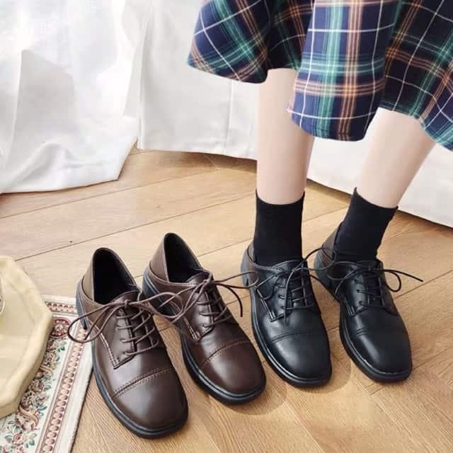 Nàng trở nên thu hút hơn với giày Oxford và chân váy dài