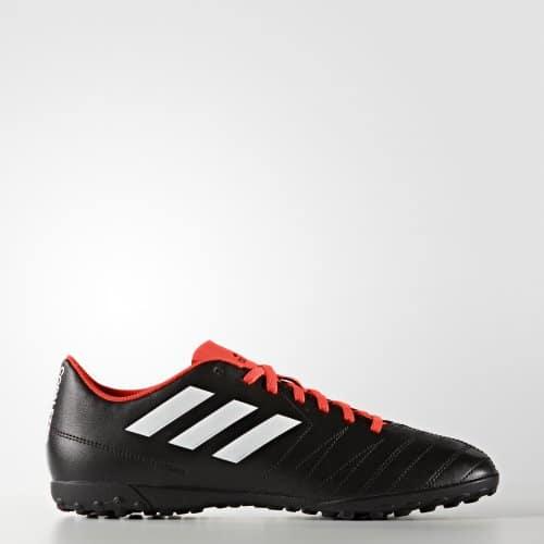 Khả năng chống trượt của giày sân cỏ nhân tạo rất cao