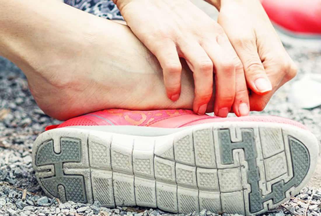 Chọn size giày không chuẩn gây đau ngón chân