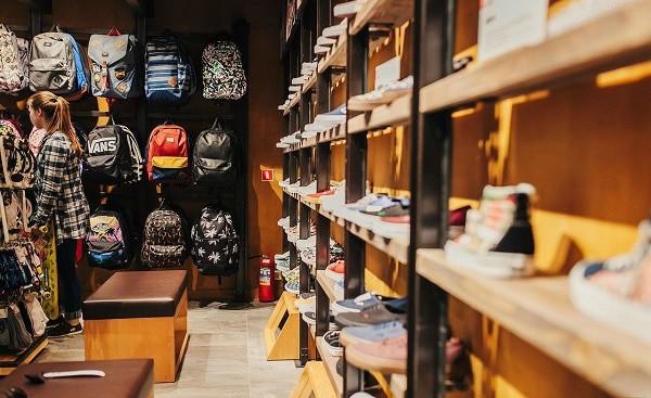 Địa chỉ mua giày thể thao nam giá rẻ TPHCM