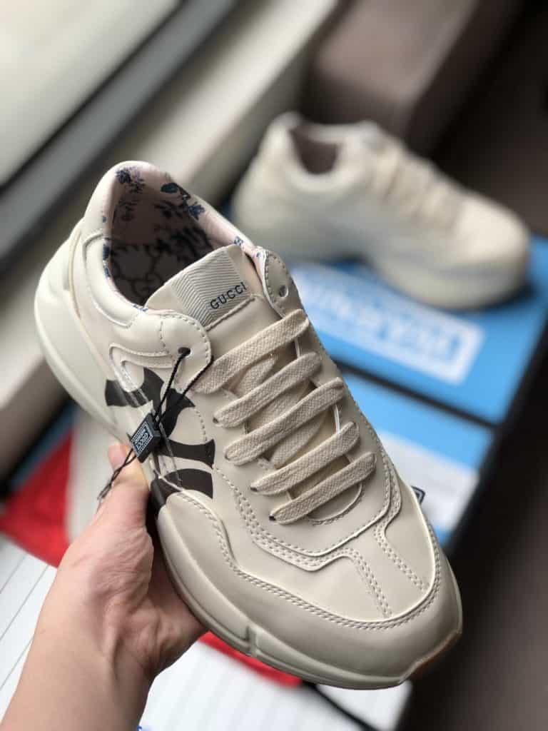 btsneaker.vn là địa chỉ giày được đông đảo giới trẻ yêu thích hiện nay
