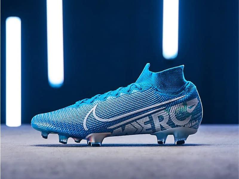 Giày cr7 của Ronaldo giá bao nhiêu?