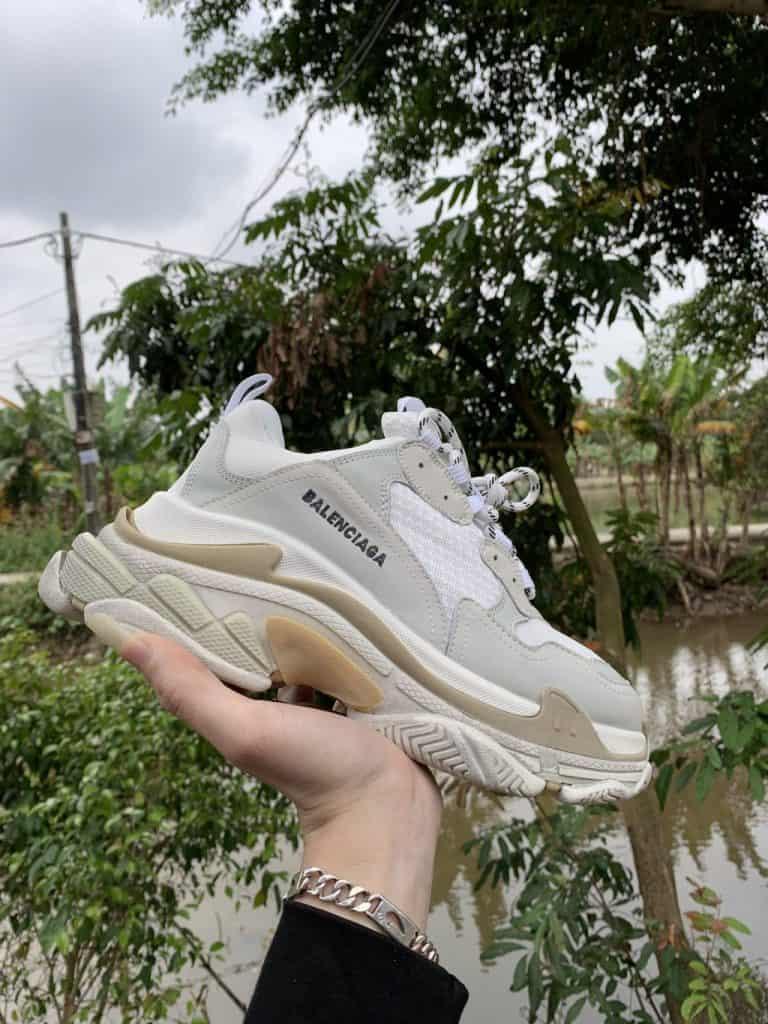 """Không phải shop giày nào cũng bán hàng """"có tâm""""như B&T Sneaker, chính vì thế mà bạn cần cân nhắc trước khi đặt hàng"""