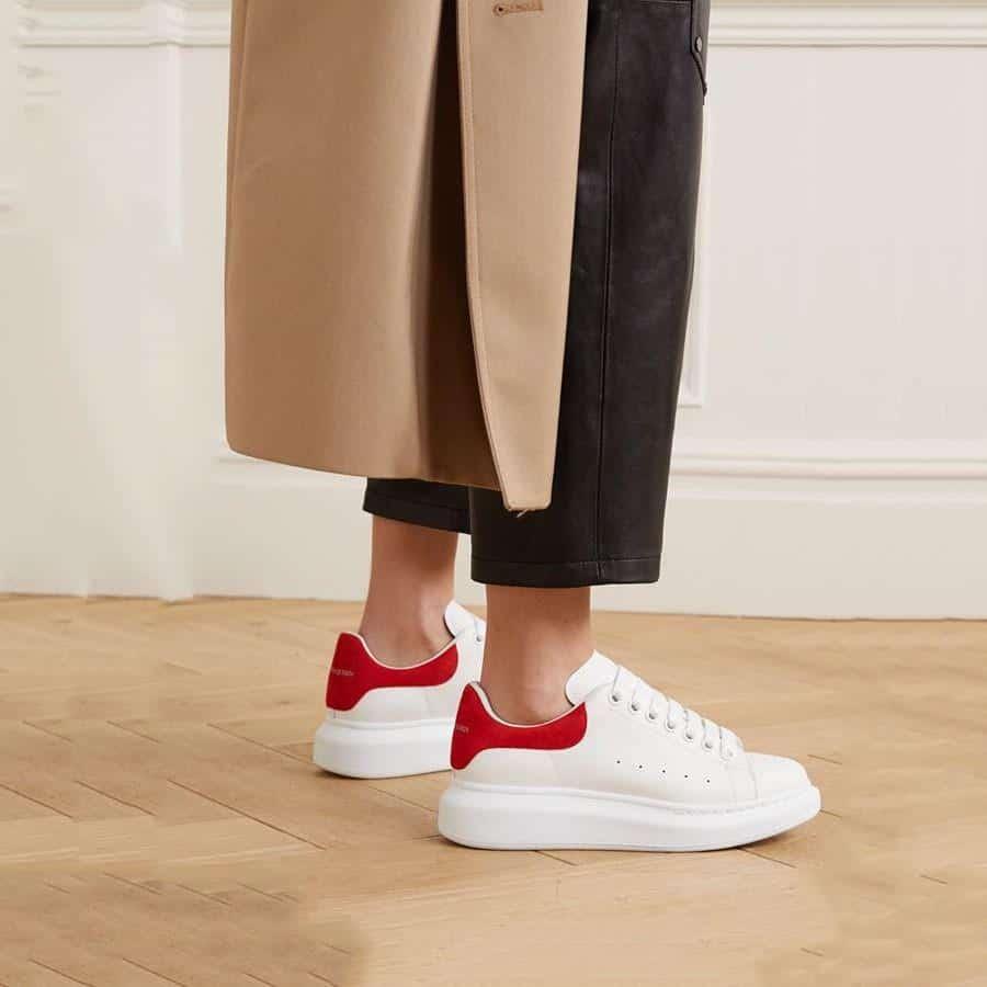 Đôi giày tối giản nhưng tinh tế và thanh lịch