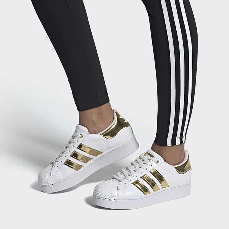 Giày Superstar Bold hiện đại, trẻ trung và giúp tăng chiều cao đáng kể