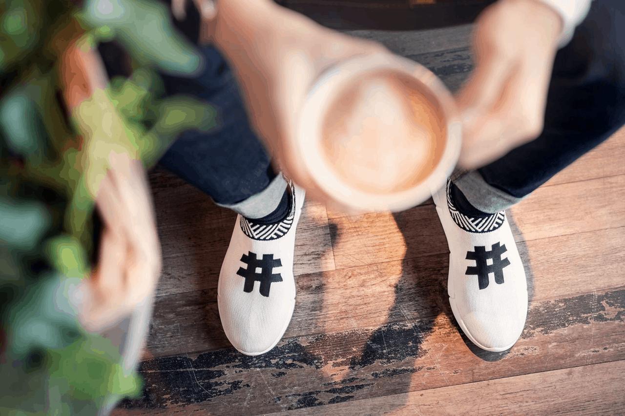 Những đôi giày từ bã cà phê và rác thải được bán ở đâu?