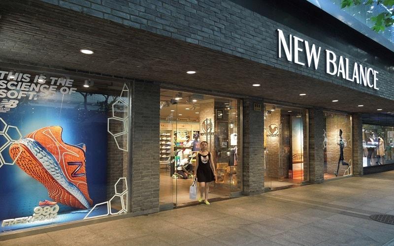 Mua giày New Balance tại các cửa hàng chính hãng để đảm bảo chất lượng