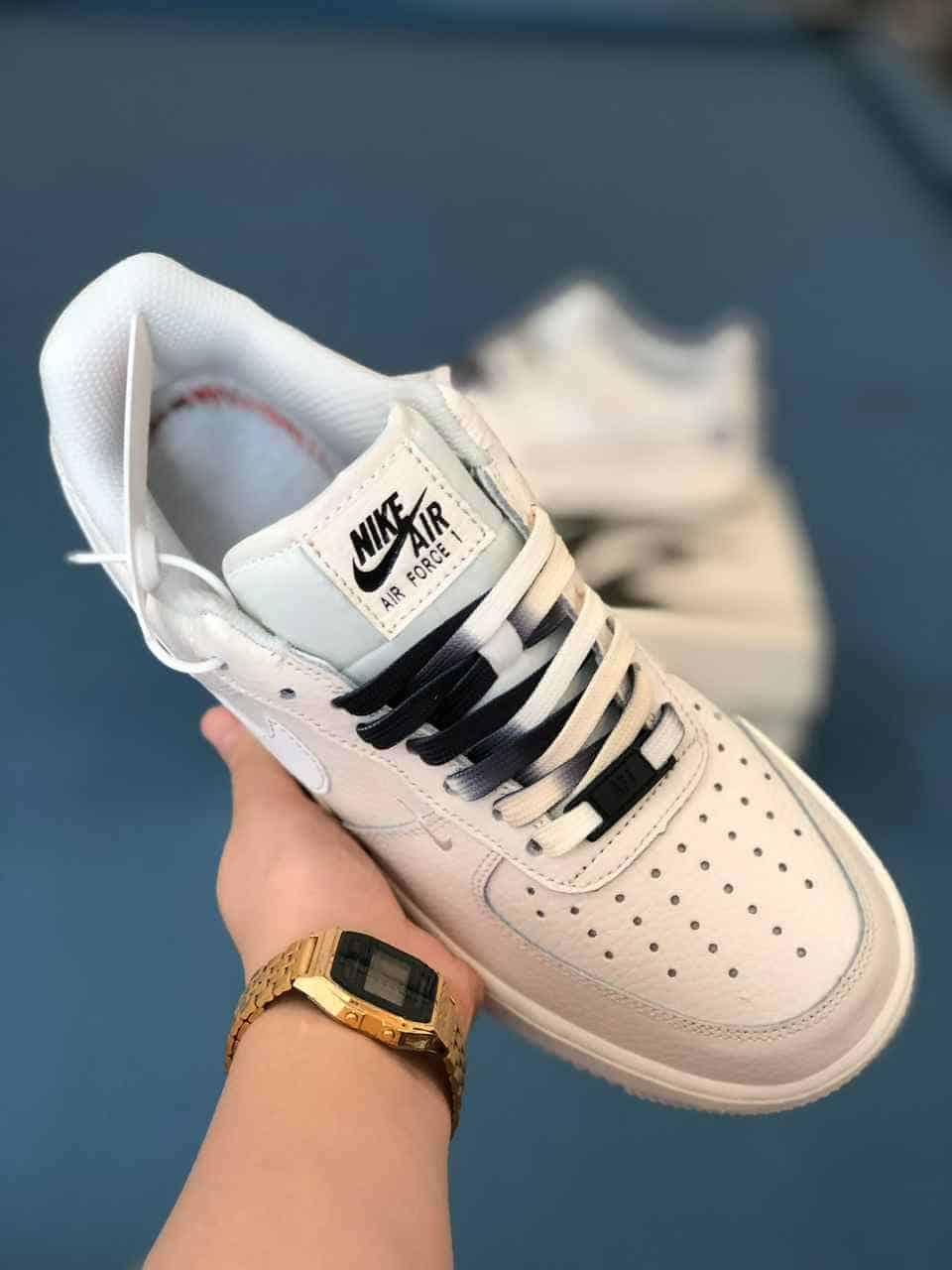 Dây giày Nike Air Force 1 sử dụng cách phối màu đen - be sữa độc lạ