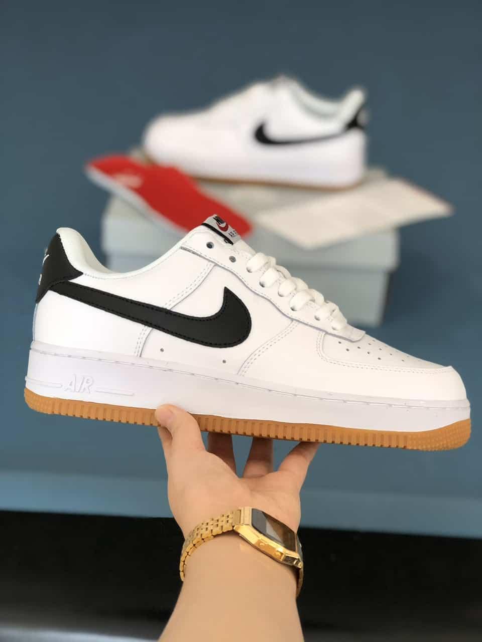 Giày Nike Air Force 1 đế Nâu rep 1:1 có hình ảnh dấu Swoosh màu Đen bắt mắt
