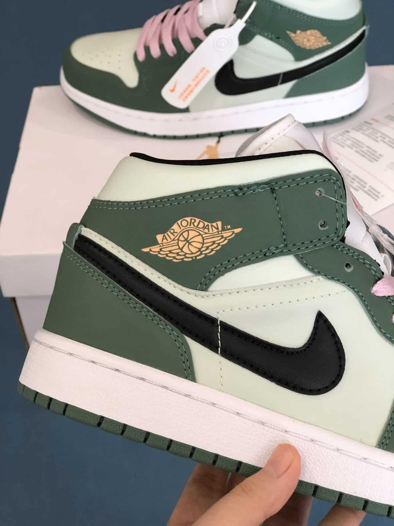 Giày Nike Air Force 1 Green rep 1:1 có lớp đế 2 cm và rãnh vân tạo độ ma sát cực tốt