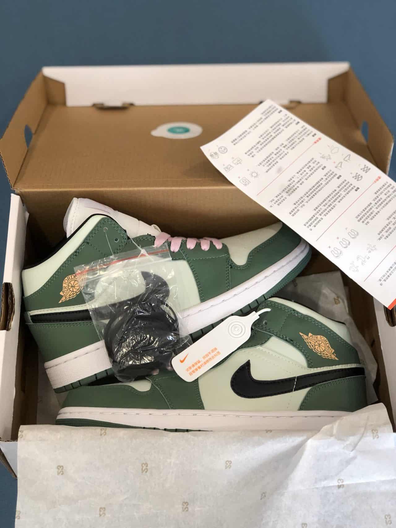 Giày Nike Air Force 1 Green rep 1:1 là mẫu giày có cách phối ấn tượng