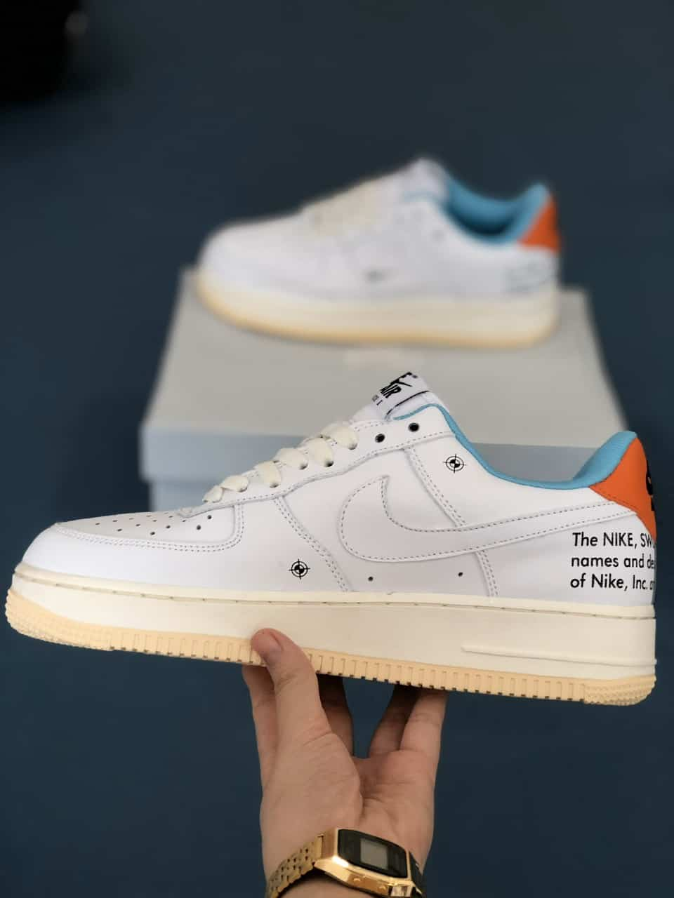 Giày Nike Air Force 1 Off White Rep 1:1 có thêm những chi tiết chữ viết khiến giày thêm phần ấn tượng