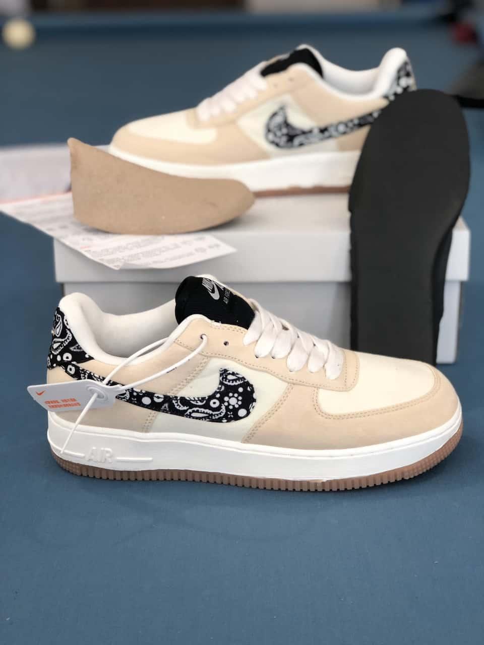 Đôi giày có gam màu nhẹ nhàng, tinh tế với các điểm nhấn nổi bật