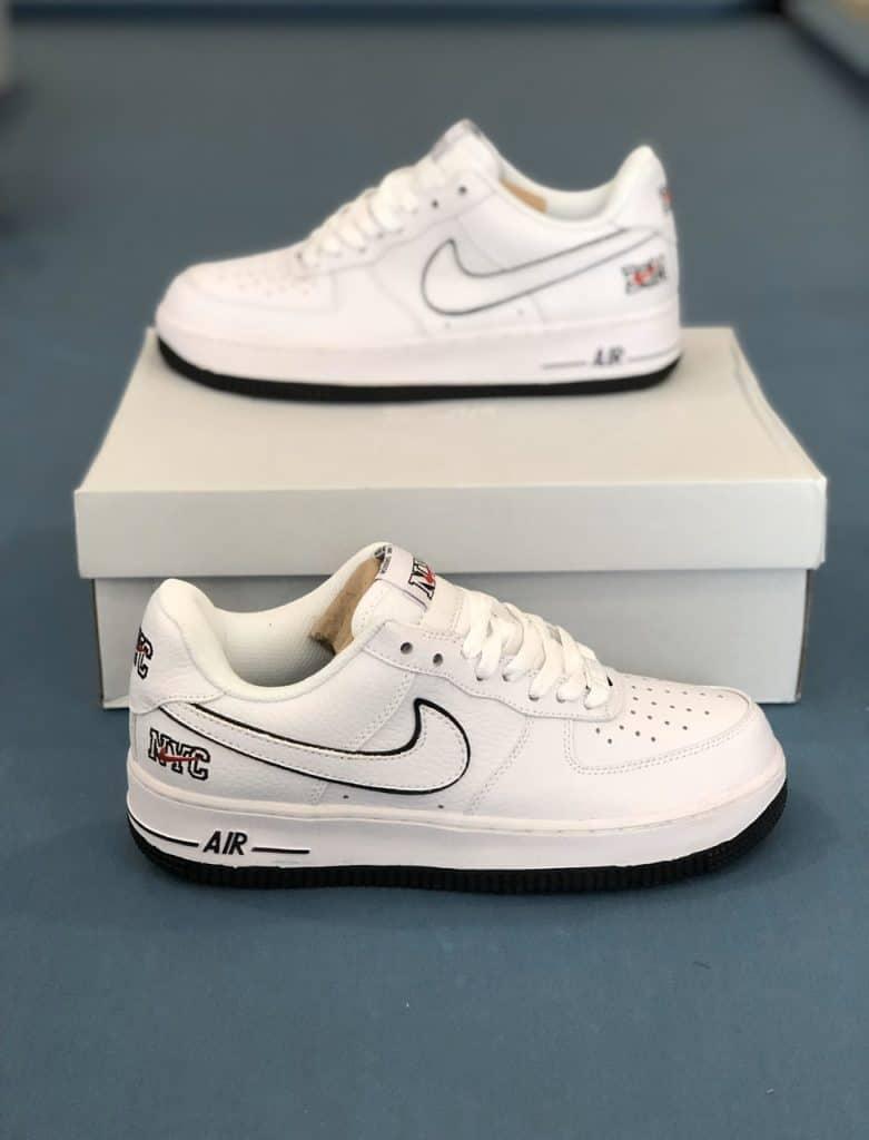 Giày trắng rất dễ phối với các kiểu tất
