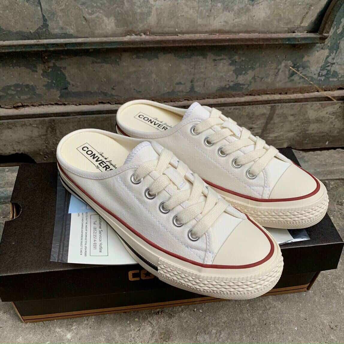 Giày Converse có đế cao su, mũi giày tròn và trơn rất đặc biệt