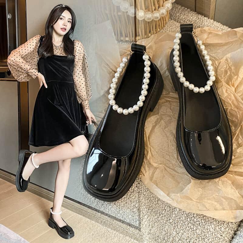 Giày mary jane họa tiết sẽ là kiểu giày được tín đồ sành mốt cực ưa chuộng