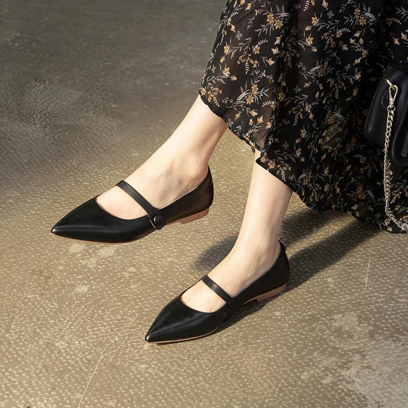 Bạn có thể ưu tiên phối váy với giày mary jane tạo vẻ hiện đại