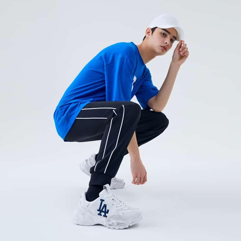 Mix giữa chiếc quần thể thao jogger phối cùng đôi sneaker là chuẩn chỉnh số 1