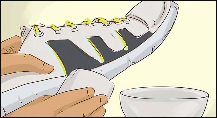 Làm sạch giày trước khi sử dụng màu acrylic vẽ giày