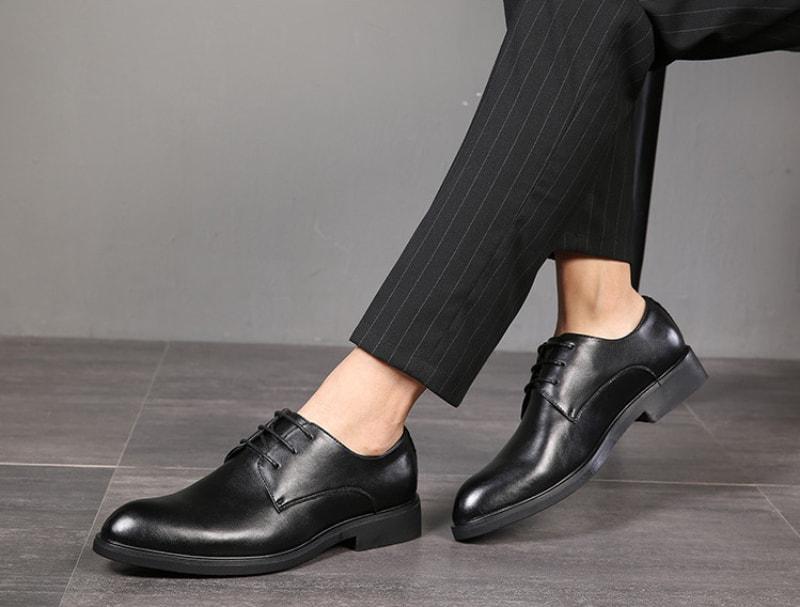 Mặc quần tây đi với giày Derby