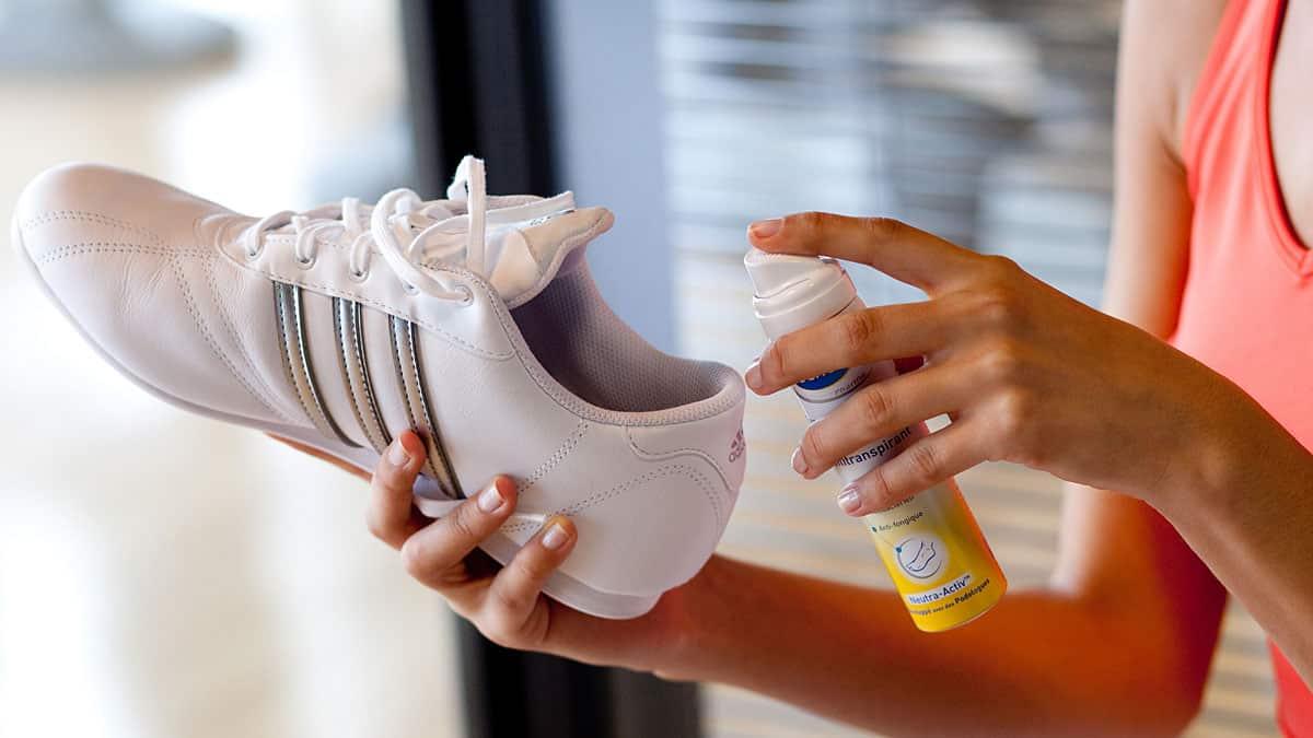 Xịt khử mùi có thể loại mùi hôi ở giày nhanh chóng