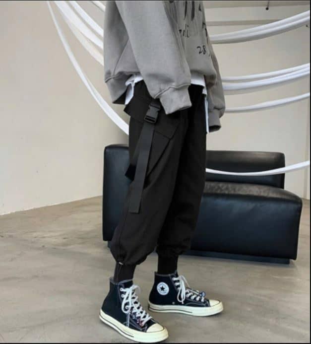 Jogger là một loại quần dài thể thao rất phù hợp với mẫu giày converse cổ cao