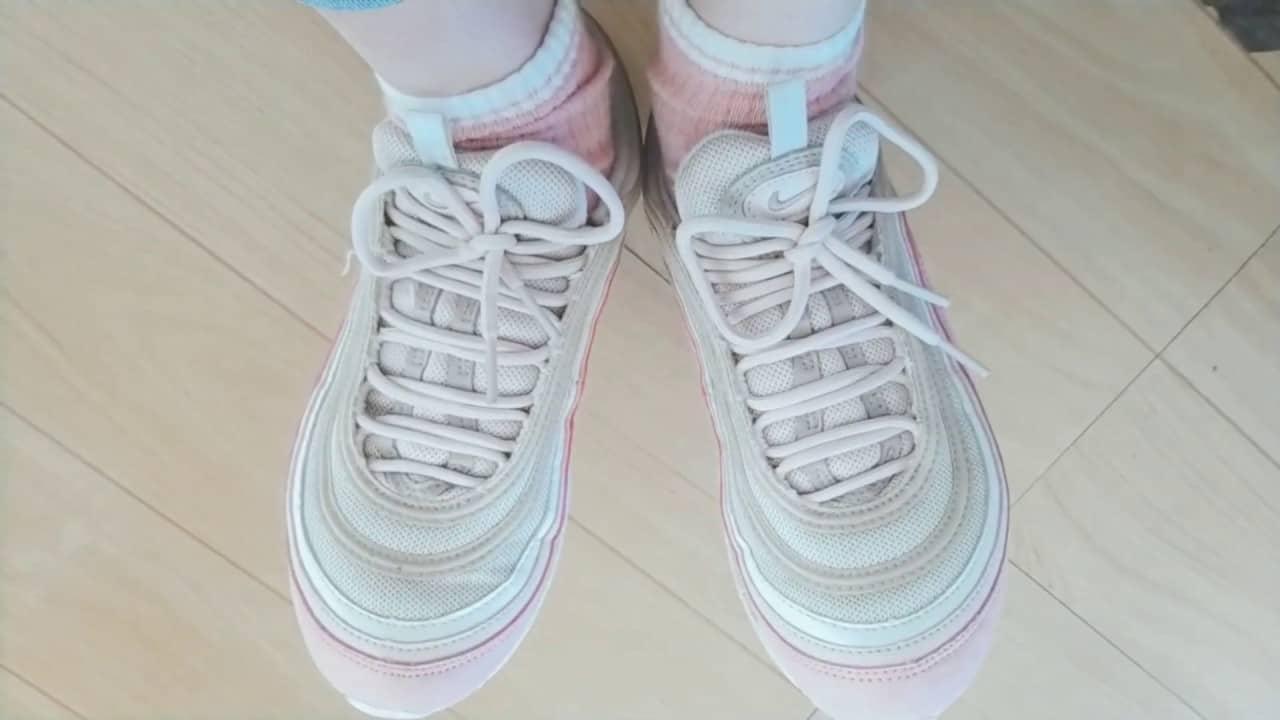 Dây giày xỏ ngang đơn giản