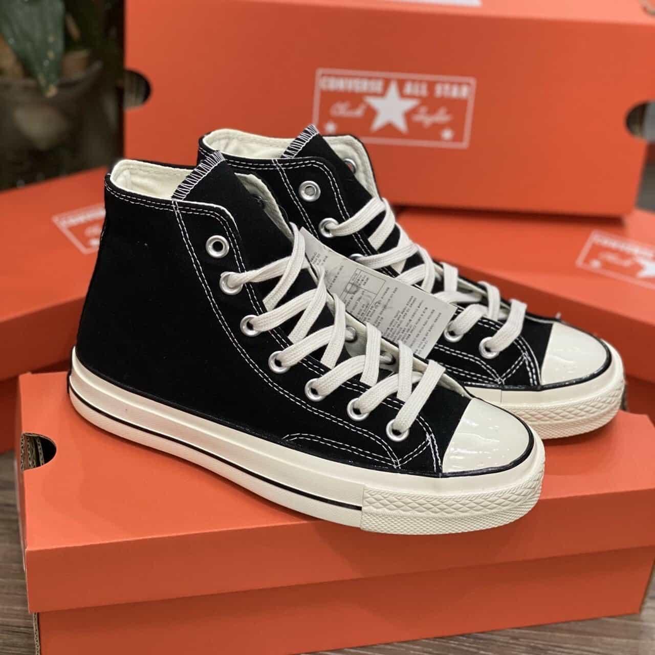 Giày Converse cổ cao đen trắng quen thuộc trong lòng giới trẻ