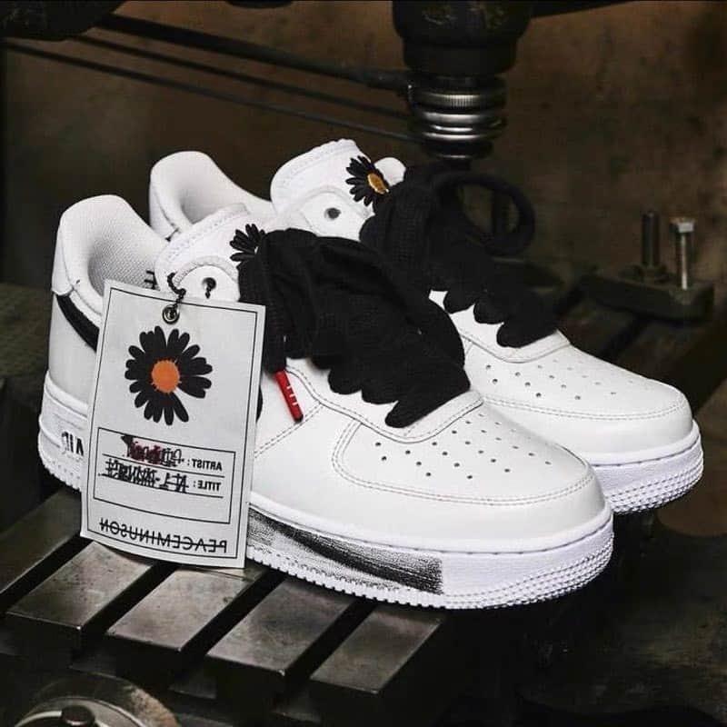 Giày nike AF1 hoa cúc khá dễ vệ sinh, khó dính bẩn