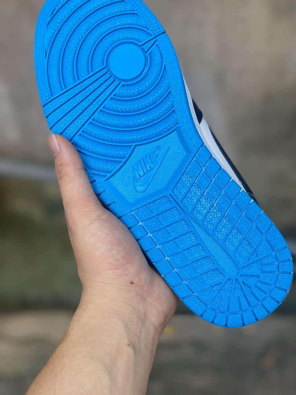 Giày Jordan 1 Low Xanh có phần đế cao su ma sát tốt