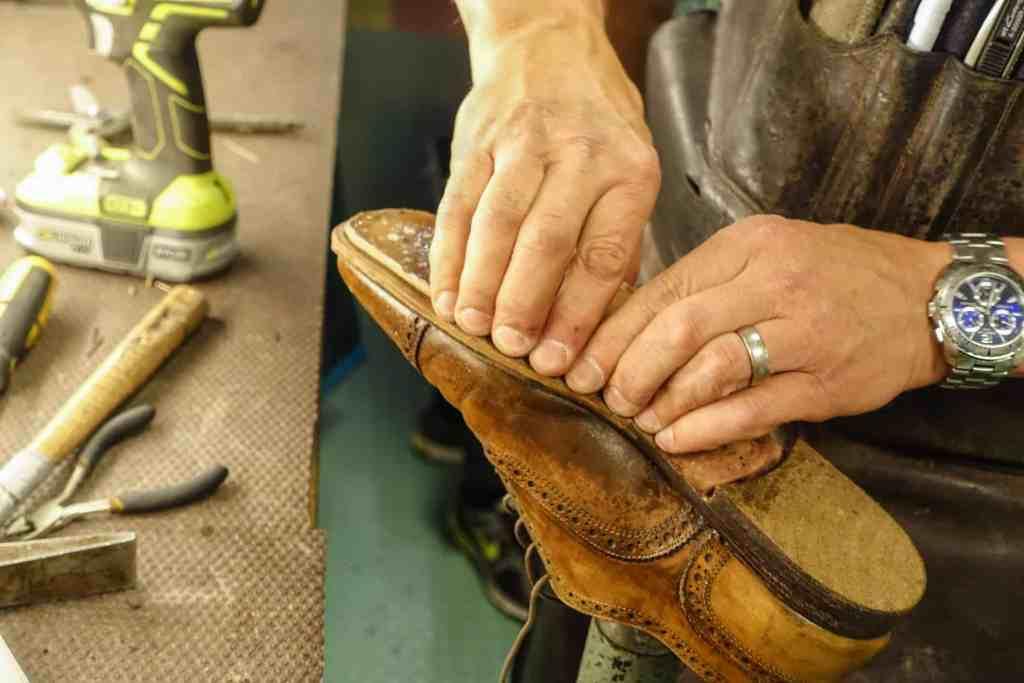 Lắp đế là quy trình quan trọng trong sản xuất giày da