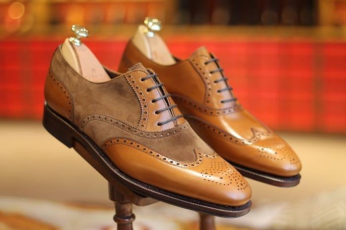 Trước khi sản xuất, giày da cần được thiết kế và phác họa